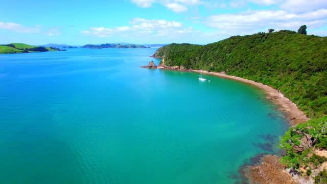 bay of islands antenn video - bay of islands nya zeeland bildbanksvideor och videomaterial från bakom kulisserna