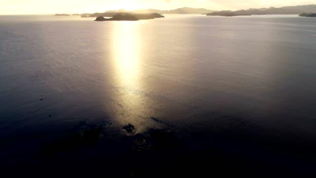 vidéos et rushes de vue aérienne de la baie des îles - région du northland
