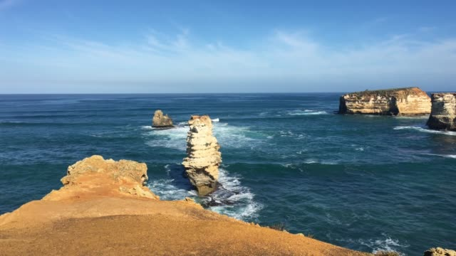 bay of islands at port campbell national park great ocean road in victoria australia - orizzonte sull'acqua video stock e b–roll