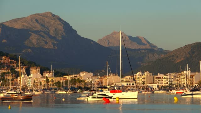vídeos y material grabado en eventos de stock de bay of puerto pollenca with tramuntana mountains, majorca, balearic islands, spain, mediterranean, europe - cultura mediterránea