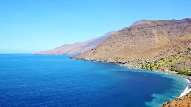 vidéos et rushes de baie de tarrafal de monte trigo-cap-vert - paysage extrême