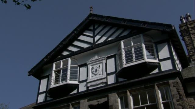 vídeos de stock, filmes e b-roll de bay windows characterize a mock tudor-style home. available in hd. - janela saliente