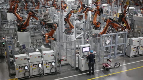 bayerische motoren werke ag sports utility vehicle body frame progresses down an assembly line at the bmw manufacturing co. assembly plant in greer,... - sports utility vehicle stock-videos und b-roll-filmmaterial