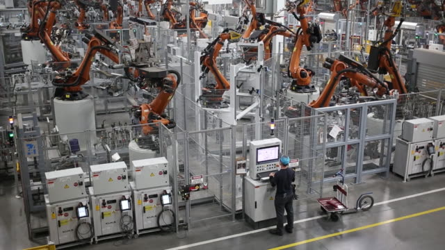 a bayerische motoren werke ag sports utility vehicle body frame progresses down an assembly line at the bmw manufacturing co assembly plant in greer... - sports utility vehicle stock-videos und b-roll-filmmaterial