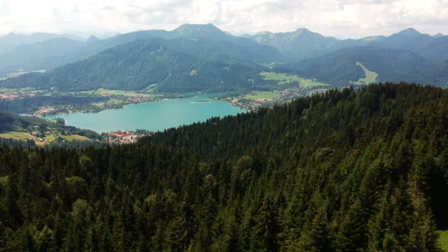 bayern berg see tegernsee - baviera video stock e b–roll