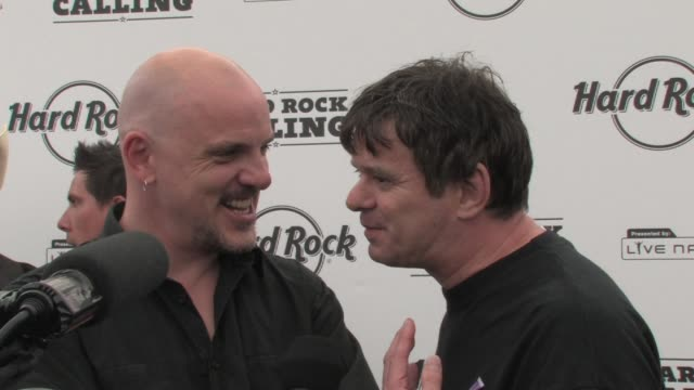 the stranglers baz warne jj burnell at the hard rock calling at london - モダンロック点の映像素材/bロール