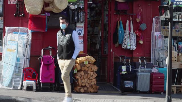 bazaar shop, small business in paris - klein stock-videos und b-roll-filmmaterial