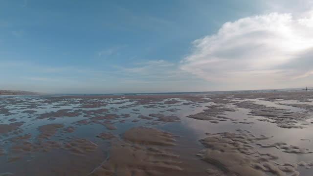 beach at low tide - bassa marea video stock e b–roll