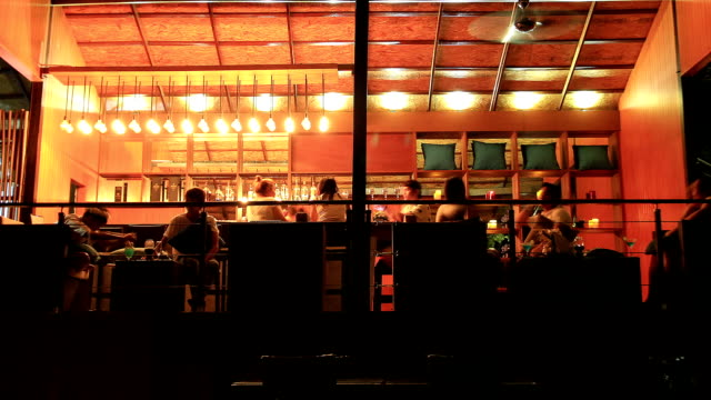 stockvideo's en b-roll-footage met beach bar at night - bar tapkast