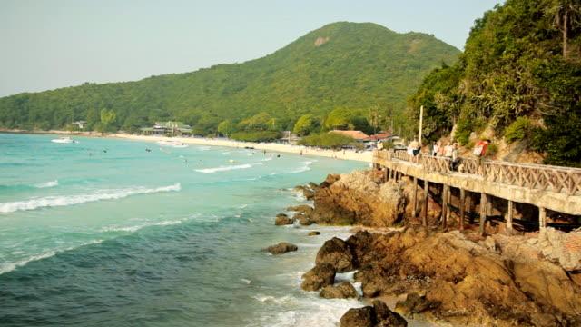 ponte marciapiede spiaggia - paesaggio marino video stock e b–roll