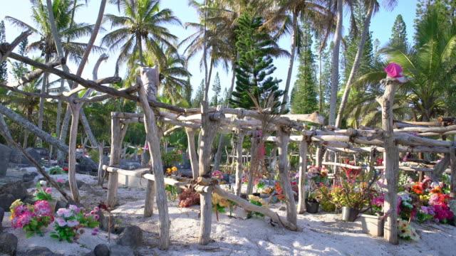 vidéos et rushes de cimetière de plage tropical cimetière 4k vidéo nouvelle-calédonie pacifique îles - french overseas territory