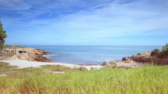 beach cove in pe_iscola - cala puerto azul - time lapse - azul stock-videos und b-roll-filmmaterial