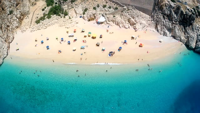 spiaggia dall'alto - turchia video stock e b–roll