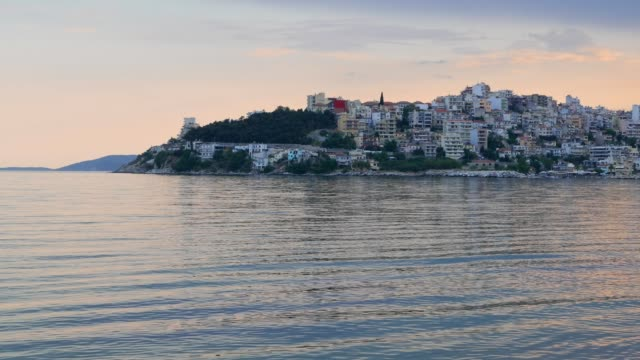 Strand in Kavalla, Griekenland, reisbestemmingen, majestueuze zonsondergang lichte, mediterrane culturen, idyllische zeegezicht, avontuur, reizen