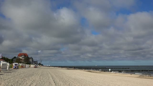 beach in kuehlungsborn, baltic sea, mecklenburg-western pomerania, germany, europe - outdoor chair stock videos & royalty-free footage