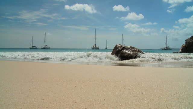 stockvideo's en b-roll-footage met hd: beach in seychelles - voor anker gaan