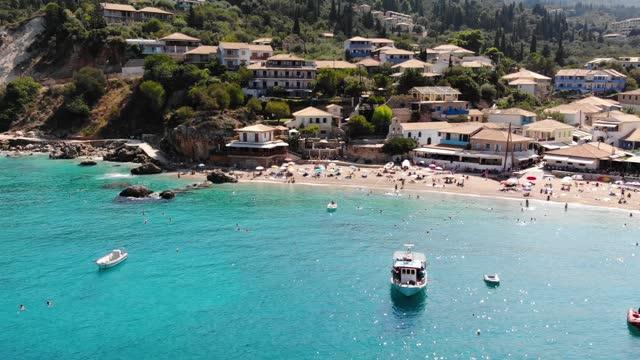 vídeos de stock, filmes e b-roll de praia de agios nikitas - grécia