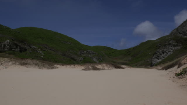 stockvideo's en b-roll-footage met strand van minami-jima (zuid-iwo), ogasawara-jima(bonin islands), japan - iwo jima