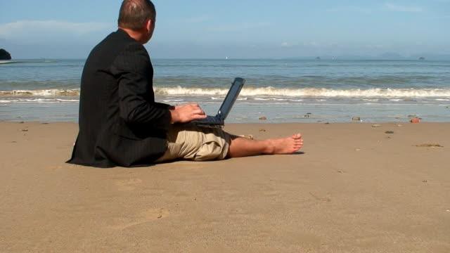 beach office - hot desking bildbanksvideor och videomaterial från bakom kulisserna