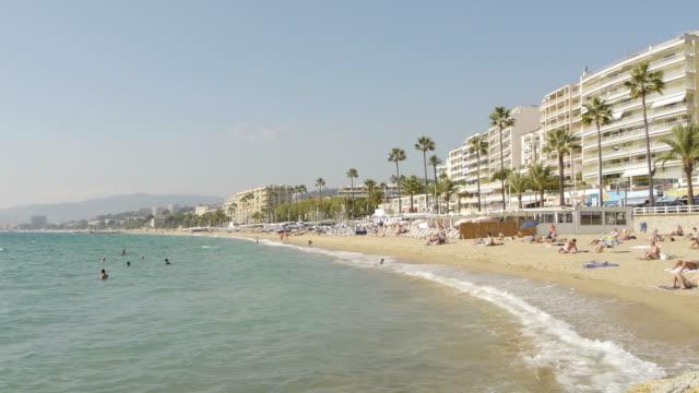 vídeos de stock, filmes e b-roll de tl beach, palms and houses in cannes - cannes
