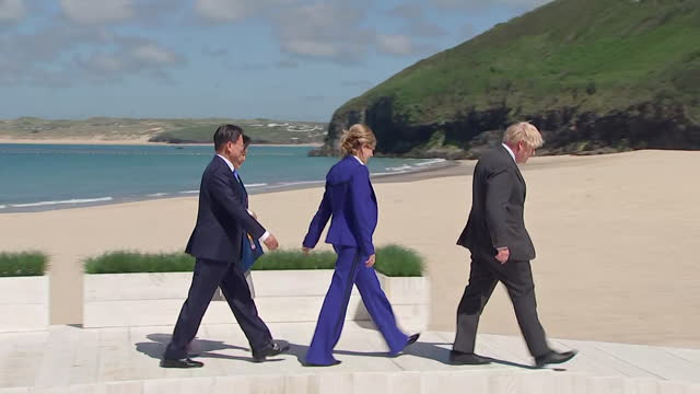 beach photocall with boris johnson pm, his wife carrie, and south korean president moon jae-in and wife kim jung-sook, part of the extended g7... - wife stock videos & royalty-free footage
