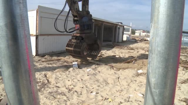 Beach restaurants are being removed from Pampelonne beach after years of fighting between the owners and Ramatuelle town hall
