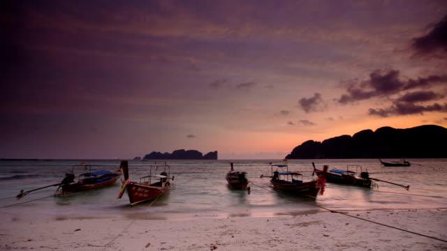 beach thailand - insel phi phi le stock-videos und b-roll-filmmaterial