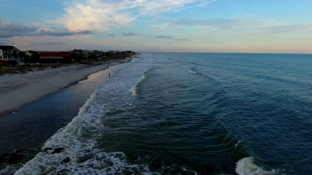 strandstadt bei sonnenuntergang - wilmington north carolina stock-videos und b-roll-filmmaterial