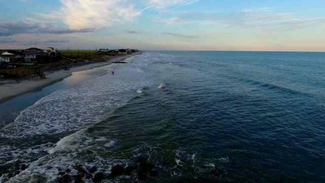 vídeos y material grabado en eventos de stock de ciudad de playa al atardecer - carolina del sur