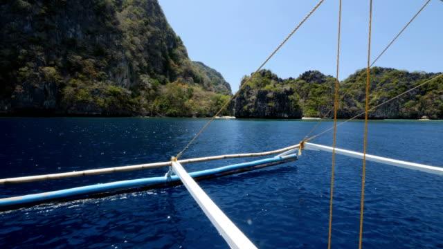 vidéos et rushes de excursion de plage en bateau dans la région de coron aux philippines - voilier à moteur