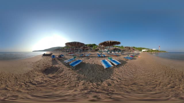 360 vr / beach umbrellas made of straw at baia san nicola beach at the adriatic sea - adriatic sea stock videos & royalty-free footage