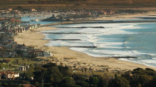 stockvideo's en b-roll-footage met beach waves coastline time-lapse - geërodeerd