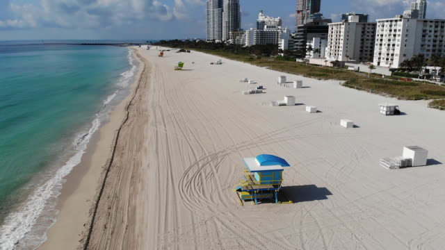 vídeos de stock, filmes e b-roll de beaches streets and shops are empty as florida's famous south beach shuts down to slow the spread of coronavirus in miami florida usa on wednesday... - flórida eua