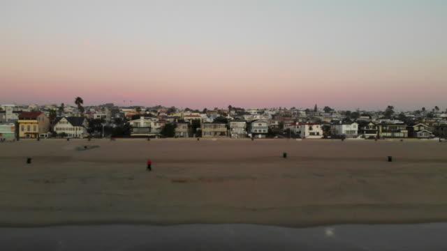 beachfront homes neighborhood - cabina del guardaspiaggia video stock e b–roll