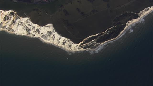 aerial beachy head cliffs / eastbourne, east sussex, united kingdom - イーストサセックス点の映像素材/bロール