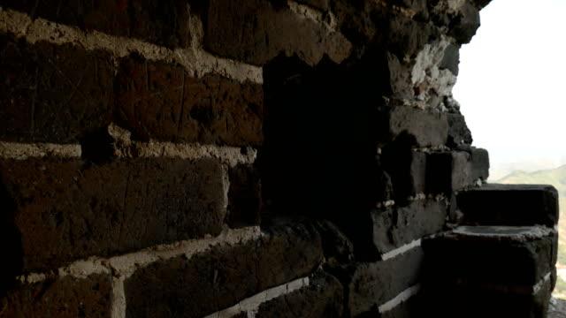 vídeos y material grabado en eventos de stock de beacon crack en el sitio de la antigua gran muralla china - campo de batalla