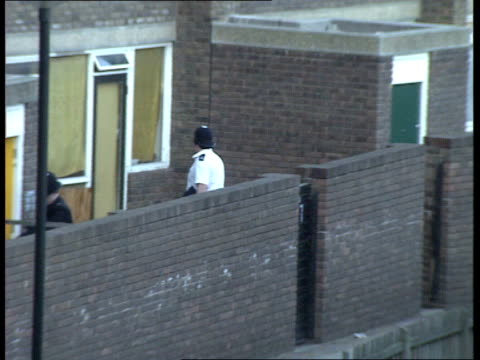 beaconsfield murders / anthony taylor murder **wayne brixton southwyck house ext gv blocks of council flats interiors of the youth club where... - ブリックストン点の映像素材/bロール