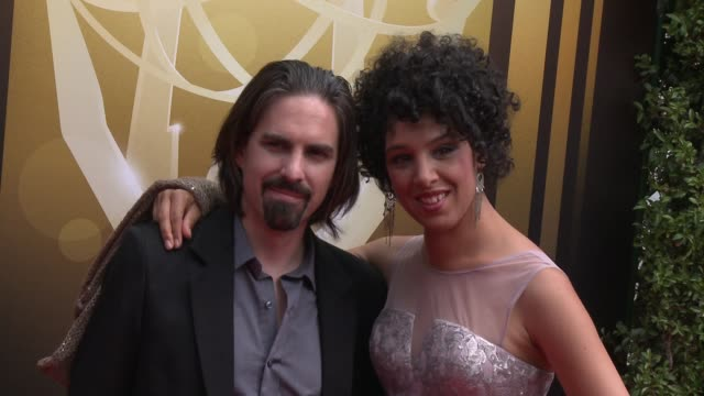 vídeos de stock e filmes b-roll de bear mccreary at the 2015 creative arts emmy awards at microsoft theater on september 12, 2015 in los angeles, california. - microsoft theater los angeles