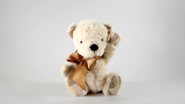 vídeos de stock e filmes b-roll de urso de brinquedo - focagem difusa