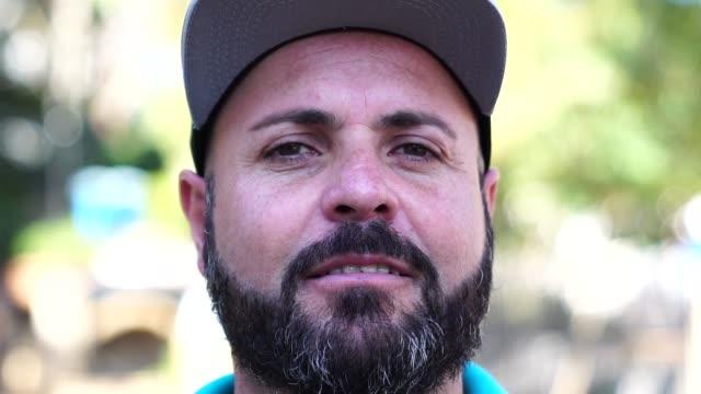 vídeos y material grabado en eventos de stock de retrato de hombre de barba - forzudo