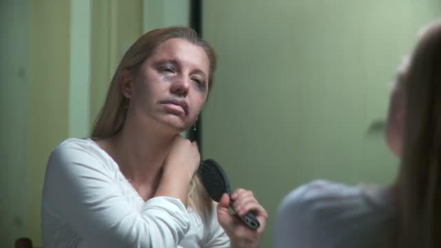 DOLLY HD: Schuss Frau In Tränen