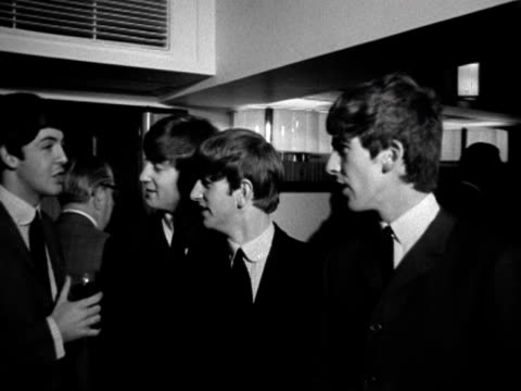vídeos de stock e filmes b-roll de beatles at melody maker music awards in london - the beatles