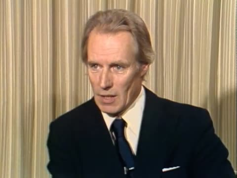 "beatles producer george martin reacts to death of lennon - ""there will never be another person like him again."" - tod stock-videos und b-roll-filmmaterial"