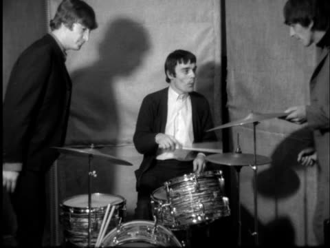 beatles' ringo starr in hospital; england: london nicholls on drums - john and george up to him: sof unused on end: nicholls smiling nicholls at... - the beatles bildbanksvideor och videomaterial från bakom kulisserna
