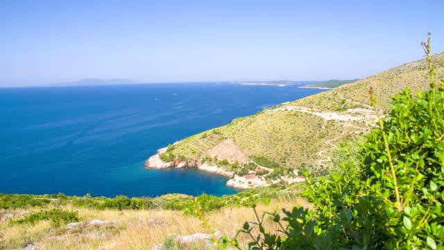 ws ds 美しいアドリア海湾 - 丘点の映像素材/bロール
