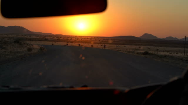 Prachtige Afrikaanse savanne. Zonsondergang.