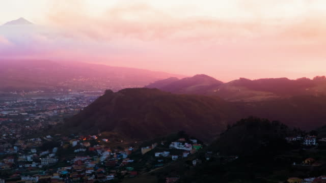 vídeos de stock, filmes e b-roll de beautiful animated picture with cinemagraph effect of the clouds in motion during nice sunset in the tenerife island from viewpoint with the teide summit on the background. - ilhas do oceano atlântico