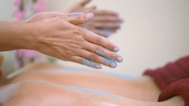 DS : Beautiful Asian woman enjoying a salt scrub massage