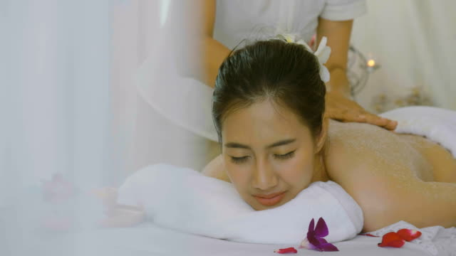 ds : beautiful asian woman having exfoliation treatment in spa - exfoliation stock videos & royalty-free footage