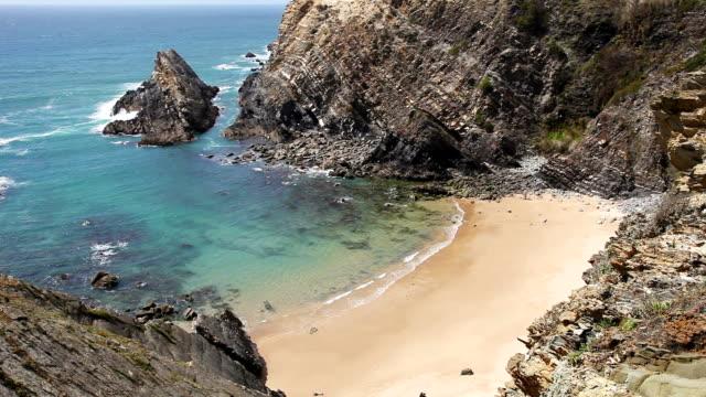 stockvideo's en b-roll-footage met beautiful atlantic ocean gold sand cove - mar